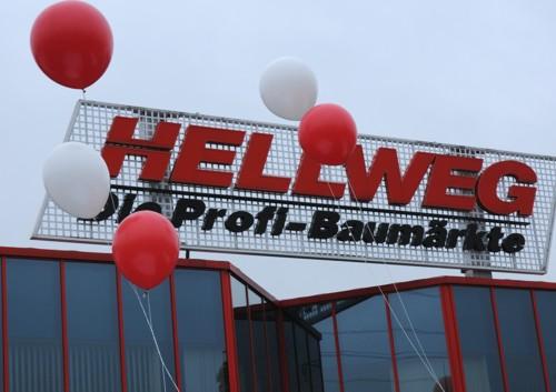 Riesenballons Werbeaktion bei Hellweg