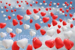 Herzluftballons-Hochzeit-Himmel-voller-Luftballons